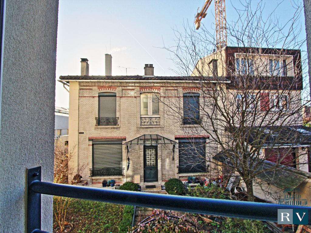 A vendre 2 pièces de 46 m² à Mairie des Lilas.