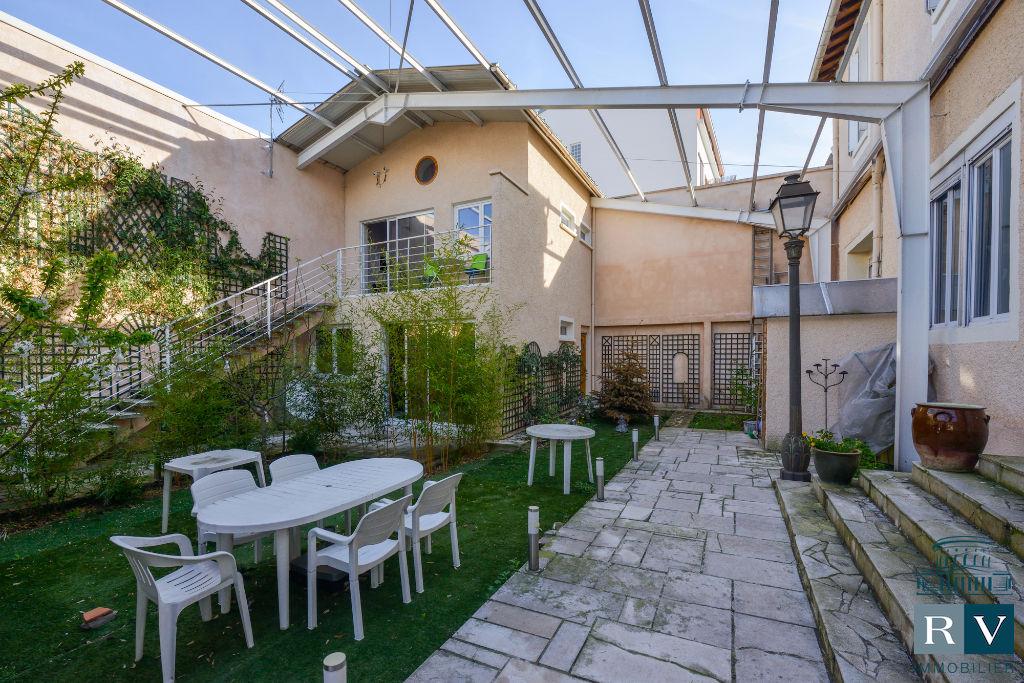 A Vendre à Aubervilliers/Porte de la Villette, ensemble immobilier de 600 m² avec terrasse et jardin
